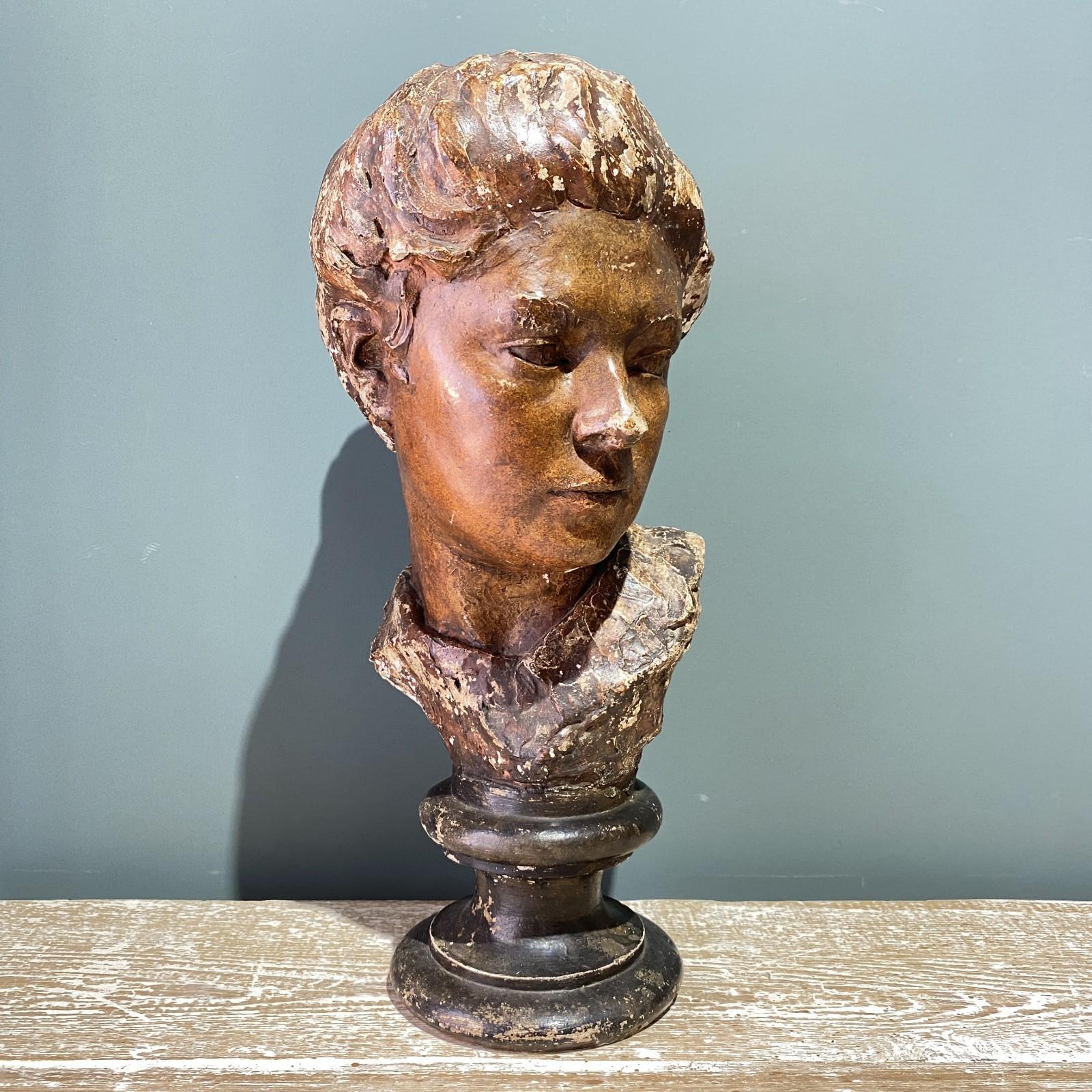 busto femenino francés en...