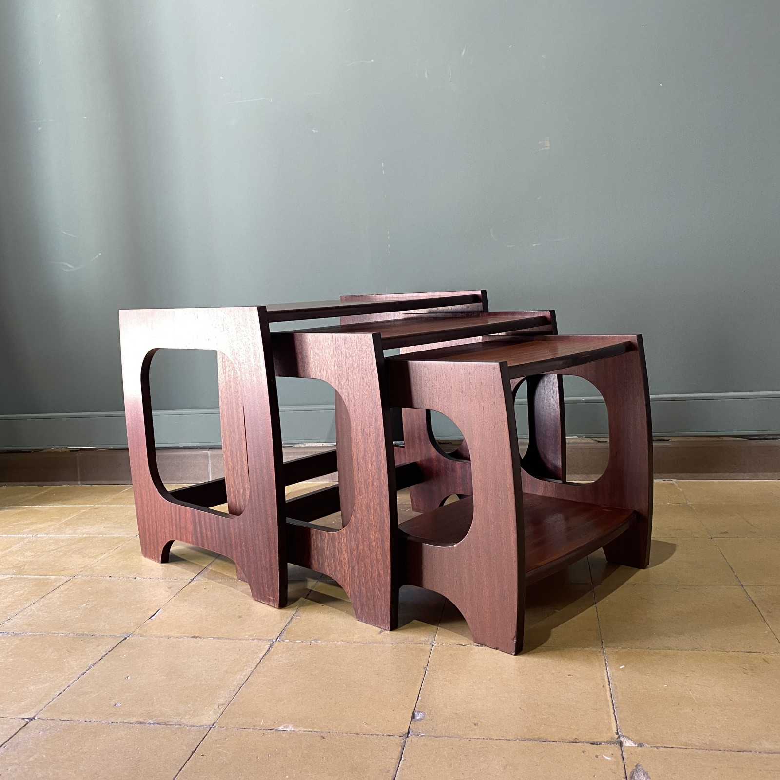 nesting tables 70s
